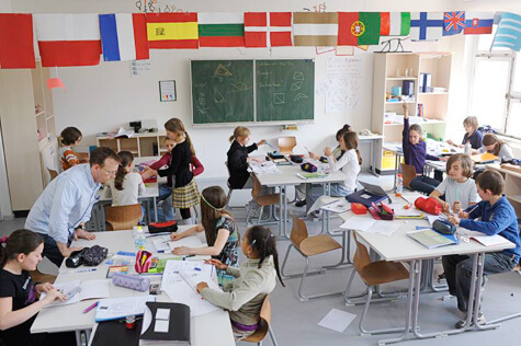 Original photo by Jens Rötzsch from //commons.wikimedia.org/wiki/File:BMS_classrooms.jpg